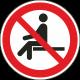 Verboden te zitten bordjes
